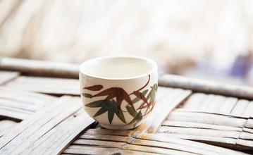 白湯の飲み方と作り方。 飲む時間、回数、体質別の温度を知ってデトックス効果を引き出そう!